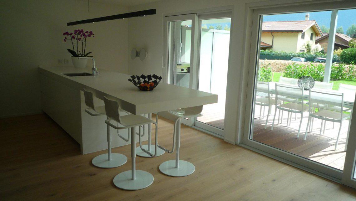 ES Bru 3680 cuisine hor 20 05 020 1140x642 - Une cuisine simple et fonctionnelle à Fully (Bj)
