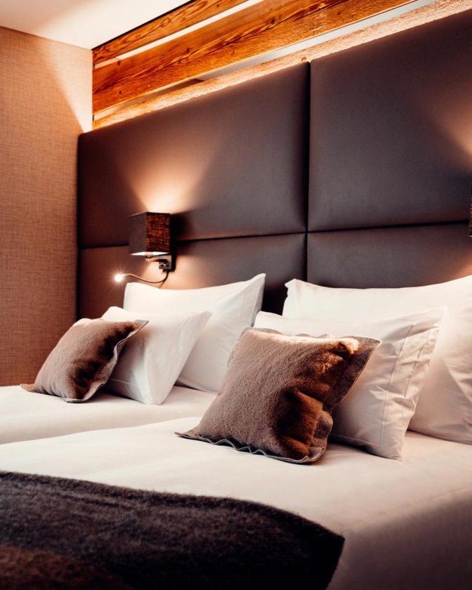 ES Aca 5760 chamre hotel vtc 20 07 002 672x840 - Les chambres du Club Alpin